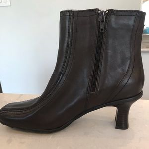 Kenneth Cole Reaction ankle booties, size 8.5